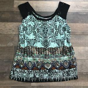 Bila Sleeveless Top with crocheted sleeves • M